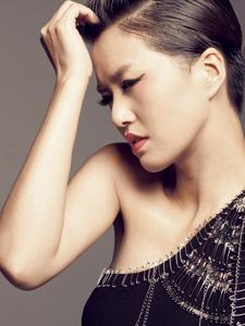 谭维维女王气质红唇写真