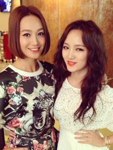 miss A组合成员孟佳与朋友们的照片