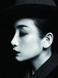 """秦海璐被爆当""""小三""""恋上王新军 蕾丝文艺写真红唇迷离"""