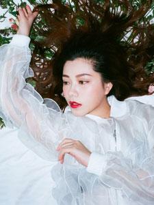 朱婧最新写真白衬衫性感妩媚
