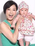 张庭与女儿甜蜜亲子照