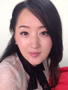 43岁玉女歌手杨钰莹似90后