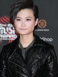 李宇春个性皮衣毛毛裙抢镜出席2012Mnet亚洲音乐盛典