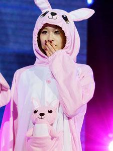 小兔乖乖朴智妍可爱迷人演唱会