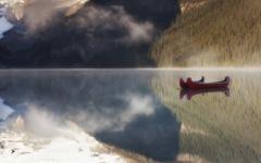 宁静的湖水壁纸