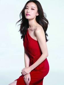 倪妮红白玫瑰系列写真图片