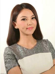 李湘主持深圳卫视《男左女右》