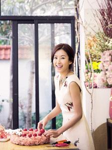 张子萱浪漫笑靥写真