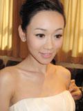 杨思琦裸妆照片显白皙肌肤