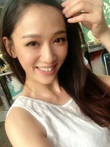 大眼爱笑气质美女陈乔恩私房照