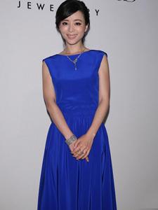张静初蓝色裤裙优雅迷人