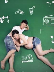 孕妈王雅捷与老公甜蜜写真