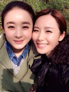 李呈媛和好友赵丽颖的合照