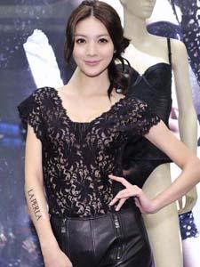 吴亚馨黑色蕾丝长裙写真