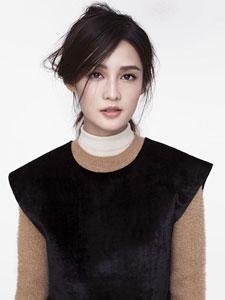 李沁冬季时尚写真 精致妆容优雅迷人