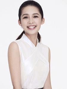 演员李沁清纯素雅写真 大展笑容暖心窝