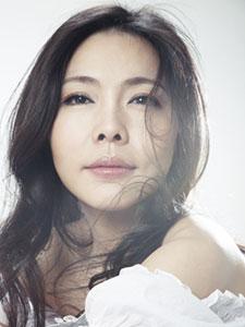 女歌手魏雪漫白衣清纯优雅写真