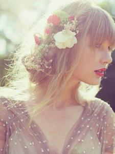 创作型女歌手泰勒·斯威夫特唯美写真