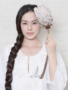 内地女演员王力可最新写真 一袭白衣清纯素雅