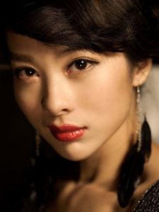 内地女演员童苡萱气质优雅写真