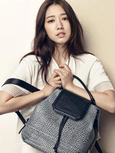 韩国人气女星朴信惠性感魅惑写真
