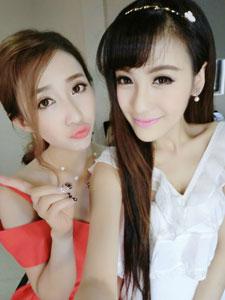 曹安娜和她的美女闺蜜