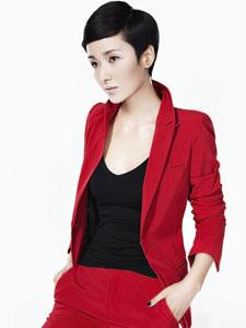 黄曼红色西装造型写真 彰显霸气女王范