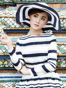 毛林林泰国时尚写真 条纹长裙俏皮可爱