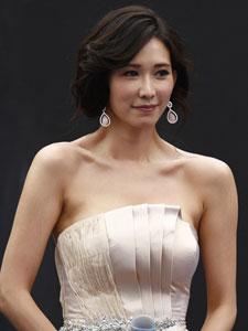 林志玲出席楼盘开业现场 裸色抹胸裙性感美艳