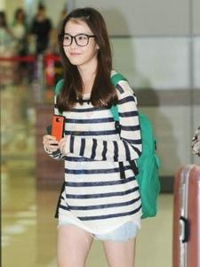 韩国明星IU李智恩机场街拍照片