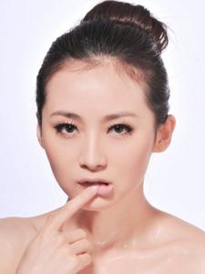 美女演员路晨时尚写真