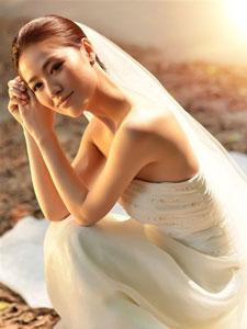 嫩模李莎莎白色婚纱照唯美动人