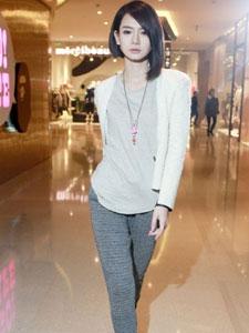 戚薇短发造型时尚街拍靓丽白领