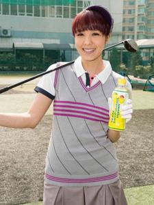可爱的高尔夫球姑娘官恩娜