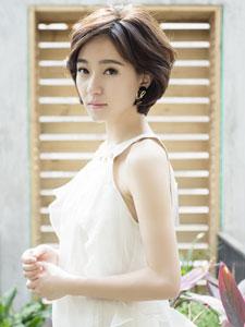 焦俊艳白衣纯美写真图片