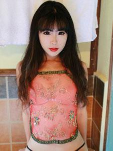 刘雪妮大尺度写真 红色肚兜火辣性感