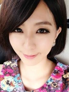 台湾人气美女周晓涵自拍照