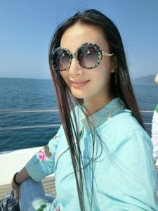 王李丹妮休闲度假自拍