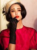 张歆艺美艳贵妇装亮相巴黎 烈焰红唇演绎典雅范