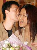 钟嘉欣林峰亲密照 甜蜜牵手深情拥吻