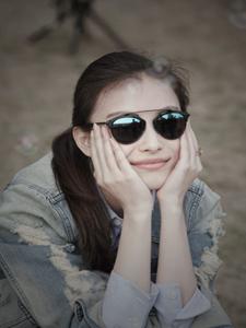 倪妮阳春三月拍写真 墨镜耍帅呆萌可爱迷死人