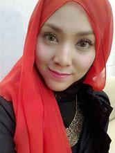 马来西亚的实力女唱将茜拉自拍