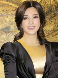 刘晓庆整容装嫩私房写真 冷艳女王气场十足