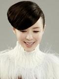 张静初白色毛衣尽展女人温柔微笑