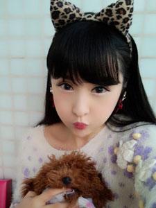 美女林柯彤化身可爱小白兔