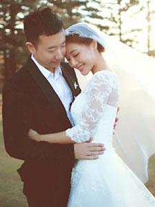 邓家佳唯美婚纱照 与相恋十年男友结婚