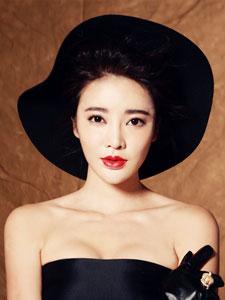 演员张璇拍摄复古写真 大红唇魅力爆棚