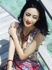 王丽坤《世界》杂志封面 妩媚优雅显知性气质