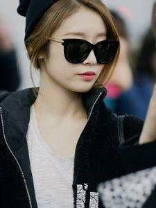 朴智妍机场素颜显清纯