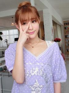 陈雨涵时尚居家写真 俏皮可爱显出来